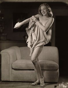 Cheeky Marilyn Monroe poses for pin up legend Earl Moran