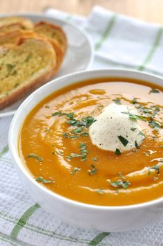 Soup - Classic and Easy Classic Pumpkin Soup - plop 5 ingredients into a pot, simmer for 10 minutes then whizz.Classic Pumpkin Soup - plop 5 ingredients into a pot, simmer for 10 minutes then whizz. Vegetarian Recipes, Cooking Recipes, Healthy Recipes, Cooking Tips, Recipetin Eats, Le Diner, Soup And Salad, Soups And Stews, Fall Recipes