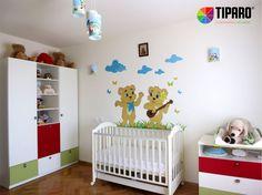 Decorul zilei: Camera decorata cu stickere de copii pentru fetita.