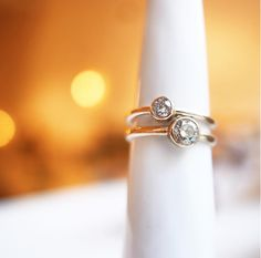 This beautiful brilliant and her big sister. Each cut and size has itäs unique feel. Hand made in Stockholm, Worldwide shipping. #bohowedding #weddingring #engagementring #handmadejewelry