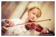 Hochzeit in Göllersdorf und in der Veranstaltungshalle Ernstbrunn Violin, Music Instruments, Church Weddings, Wedding Photography, Photographers, Getting Married, Musical Instruments