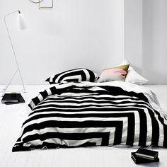 Corner stripe black quilt cover | hardtofind.