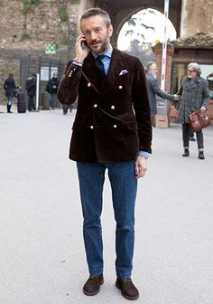 The Best Street Style Inspiration & More Details That Make the Difference Old Man Fashion, Mens Fashion Suits, Blazer With Jeans Men, Brown Blazer, Brown Jacket Outfit, Cool Street Fashion, Street Style, Blazer Outfits, Suit And Tie