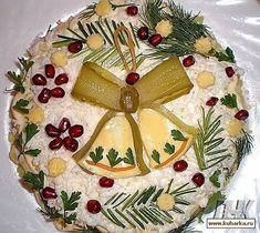 Salad «the chiming clock Christmas Salad Recipes, Salad Recipes For Dinner, Dinner Salads, Food Design, Meat Cake, Keto Restaurant, Romanian Food, Edible Food, Xmas Food