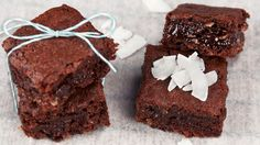 This is by far the most popular of our recipes. It was quite a struggle to develop a recipe for brownies that doesn't contain any egg or butter, but after a few failed attempts we've managed to do … Delicious Vegan Recipes, Yummy Food, Tasty, Vegan Bar, Vegan Food, Best Vegan Brownies, Cocoa, Delicious Chocolate, Vegan Baking