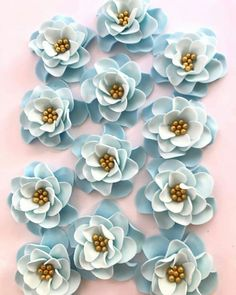 On the one hand you can enjoy these gorgeous blue ombre flowers. On the other they might be a subliminal message from the social media manager that he's freezing :/  #blue #fondant #fondantflowers #flowers #cupcakes #cupcaketoppers #cupcakedecorating #cakepopdecoration #beautiful #pretty #colorful #art #edible #dessert #food #yummy #imcold #itsfreezing #inscribinglives #sweetnewcreations  https://buff.ly/2yMt2NY