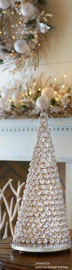 White Christmas More Elegant Christmas Trees, Christmas Tree Themes, Silver Christmas, Christmas Love, Christmas Colors, All Things Christmas, Christmas Holidays, Christmas Crafts, Christmas Mantels