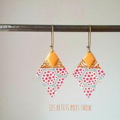*les pendentifs de forme de losange font 4 par 3 cm En laiton doré  recouvert d3 papier japonais vernis et de washi tape *elles sont agrémentées d'un sequin orange  *bijou uni - 20985335