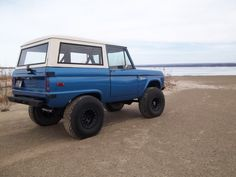 """UNCUT 1976 Ford Bronco, 302 with a auto (c-4)  NEW (not just cleaned up) dana 44 front disc brakes, 4:56 gears and a detroit locker. 9"""" rear 4:56 detroit locker. Brand new dana 20 t case J shift pattern. 5.5"""" lift 35"""" BFGs."""
