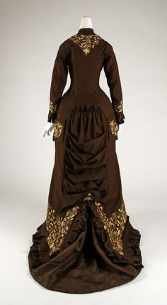 Dress (back view) Date: 1876–78 Culture: American Medium: wool, silk Accession Number: C.I.39.68