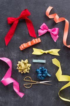 We& created the ultimate bow guide so you can flawlessly execute 7 different styles with ease and become the gift wrapping Queen! Diy Projects To Try, Sewing Projects, Craft Projects, Sewing Tips, Sewing Hacks, Diy And Crafts, Crafts For Kids, Arts And Crafts, Craft Gifts