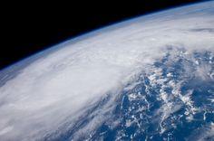 Hurricane Irene from the ISS [4288  2848] http://ift.tt/2yx2XxF