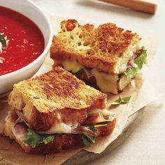 Sandwichs fondants au prosciutto et à la roquette Pizza Mozzarella, Sandwich Croque Monsieur, Lunch Wraps, Valeur Nutritive, Wrap Sandwiches, Prosciutto, Sandwich Recipes, Love Food, Grilling
