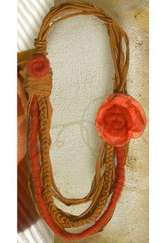 Collares largos - collar textil naranja ocre con flor de seda y lana - hecho a mano por Luciana-Torre-SHOP en DaWanda
