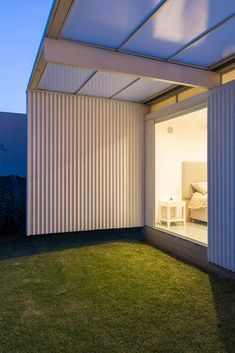 Bernardo Rosello Arquitectura has chosen all-white finishes for this home in Buenos Aires, designed for one person but to be expanded for a family. Architecture Visualization, Architecture Details, Architectural Materials, Living On The Edge, Minimal Home, House Built, Building A House, Minimalism, New Homes