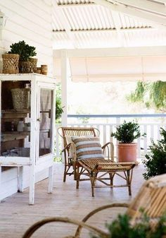 beautiful outdoor rattan lounge chair on the veranda -that I'd be happy to put in my living room ; Outdoor Rooms, Outdoor Living, Outdoor Furniture Sets, Outdoor Ideas, My Living Room, Living Spaces, Decks And Porches, Front Porches, English House