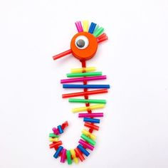 Plastic Straw Seahorse - Diy and crafts interests Seahorse Crafts, Ocean Crafts, Craft Activities For Kids, Preschool Crafts, Crafts For Kids, Recycling For Kids, Diy For Kids, Plastic Straw Crafts, Drinking Straw Crafts
