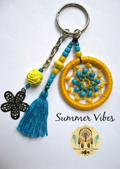 Ideas For Diy Dream Catcher Keychain Boho Dream Catcher Decor, Small Dream Catcher, Dream Catchers, Diy Craft Projects, Diy And Crafts, Diy Dream Catcher Tutorial, Cute Keychain, Keychains, Dream Catcher Earrings
