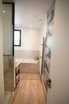 Salle de bain on pinterest bathroom zen and showers for Idee deco wc zen