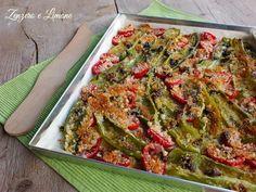 I friggitelli gratinati con pomodorini sono un contorno semplicissimo da preparare e davvero molto appetitoso grazie alla loro crosticina croccante