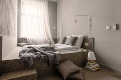 Small Bedroom Design Idea – A wall-to-wall built-in platform bed Living Room White, Interior Design, Small Bedroom Designs, Small Room Bedroom, Holiday Apartments, Residential Interior, Woman Bedroom, Bedroom Design, Home Decor