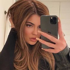 Kylie Jenner Shared a Rare Look at Her Super Short Natural Hair Gold Brown Hair, Warm Brown Hair, Honey Brown Hair, Honey Blonde Hair, Brown Hair Colors, Hair Lights, Light Hair, Kylie Jenner New Hair, Kylie Hair