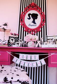 Vintage Barbie themed birthday party, love the favors - pink purses filled with play jewelry and pink gloves!