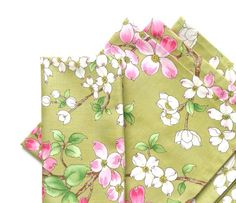 Large Cloth Napkins Set of 4  Dogwood Blossoms by BeeMeeStudio