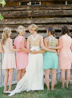 Bridesmaids in pink, peach and mint