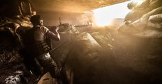 Żołnierz batalionu Azow prowadzi ogień z Ciężkiego Karabinu Maszynowego