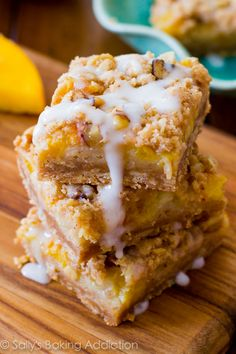 Glazed Peaches 'n Cream Bars _ Take advantage of summer's fresh peaches with these easy bars. A four layered bar with a brown sugar/oat crust, topped with a creamy peach filling, pecan streusel, & finished off with luscious vanilla glaze. Köstliche Desserts, Delicious Desserts, Dessert Recipes, Wedding Desserts, Yummy Treats, Sweet Treats, Sallys Baking Addiction, Gateaux Cake, How Sweet Eats