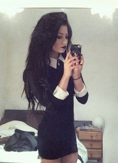 collared black dress, black hair, and black lips... this would be a super cute vampire halloween costume!!!!