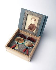 Zoe Arnold earrings, displays jewellery in oak boxes- museum pieces