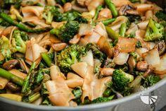 Thai Flat Rice Noodles w/Broccoli, Asparagus, & Mushrooms (vegan, gluten-free) - www.VegetarianGastronomy.com
