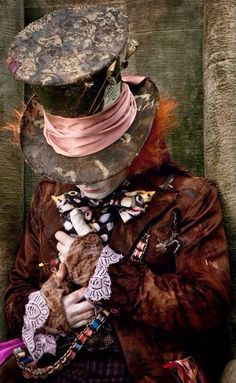 Tim Burton's Alice in Wonderland. Mad Hatter fashion.