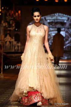 Manish Malhotra show at PCJ Delhi Couture Week | PINKVILLA
