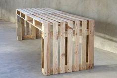 Dit bureau is van pallets gemaakt, gemakkelijk zelf te maken bureau, ook van steigerplanken zelf te maken.
