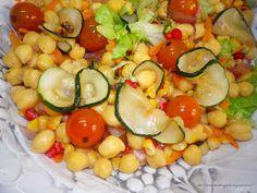 Ensalada de garbanzos Cobb Salad, Food, Top Drawer, Garbanzo Salad, Recipes, Meals