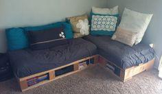 Pallet furniture cushions homebase johannesburg couch diy sofa glamorous home improvement Pallet Sectional Couch, Pallet Furniture Cushions, Diy Pallet Couch, Wooden Pallet Furniture, Diy Sofa, Couch Furniture, Furniture Projects, Bed Couch, Wooden Pallets