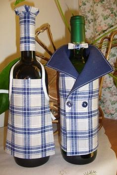Garrafa decorada Wine Bottle Covers, Wine Bottle Art, Bottle Bag, Wine Bottle Crafts, Wine Carrier, Recycled Wine Bottles, Bottle Painting, Glass Bottles, Diy Gifts