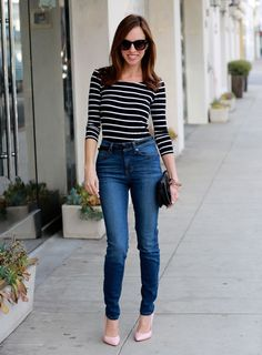 Sydne-Style-Guesss-striped-shirt-how-to-wear-high-waist-jeans-1981-comeback-denim-pink-pumps-