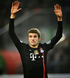 Who's Bayern's forward who constantly forgets his initial line up position? Yap, that's me. I'm guilty. But you should arrest Neuer too