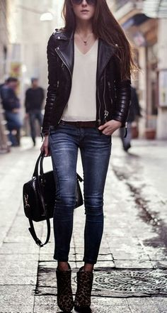 Perfect 40 Best Stylish Combination of Jackets and Sunglasses Ideas https://femaline.com/2017/10/26/40-best-stylish-combination-of-jackets-and-sunglasses-ideas/
