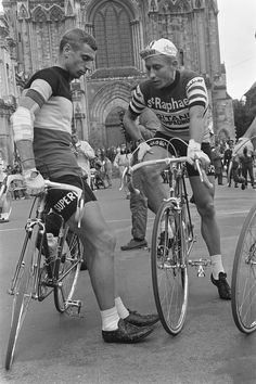 1964 Tour de France , and Rik Jacques in discussion before the Catedrale Amiens . Rik right elbow bandaged