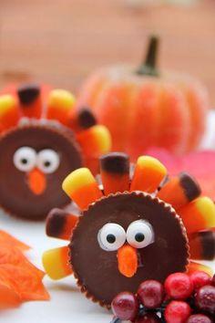 Cute turkey reeses! Fun Thanksgiving treat idea.