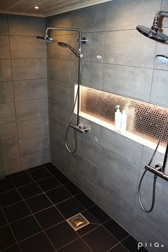 60 Shower Heads Ideas You Will Love - Enjoy Your Time 28 Bathroom Lighting Ideas to Brighten Your Style Double Shower Heads, Led Shower Head, Shower Niche, Rain Shower, Modern Shower Heads, Bathroom Shower Heads, Bathtub Shower, Walk In Shower, Bathroom Renos