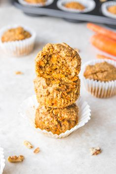 These Vegan Carrot Cake Muffins are a healthy breakfast option! Gluten Free, Oil Free, Healthy, and perfect for meal prep. #vegan #plantbased #carrotcake #carrotcakemuffins #carrotcake #veganbreakfast #mealprep via frommybowl.com