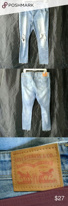 """LEVI STRAUSS 711 SKINNY JEANS SIZE 32 DISTRESSED DETAILS,  5 POCKETS,  ANKLE LENGTH,  ACTUAL WAIST SIZE ABOUT 35"""",  INSEAM,  28"""" INSEAM,  GREAT PRE-LOVED CONDITION,  NO SIGNS OF WEAR,  SMELLS OR STAINS LEVI STRAUSS  Jeans Ankle & Cropped"""