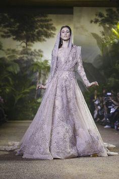 Elie Saab Spring/Summer 2016. #ElieSaab #SS16 #PFW16 #Paris #CoutureWeek #Beirut #LibaneseDesigners