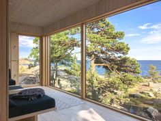 Sauna ja saunatupa Helsingin saaristossa Sauna House, Sauna Room, Modern Log Cabins, Contemporary Cabin, Outdoor Sauna, Lakeside Cottage, Weekend House, House Blueprints, Cabins In The Woods